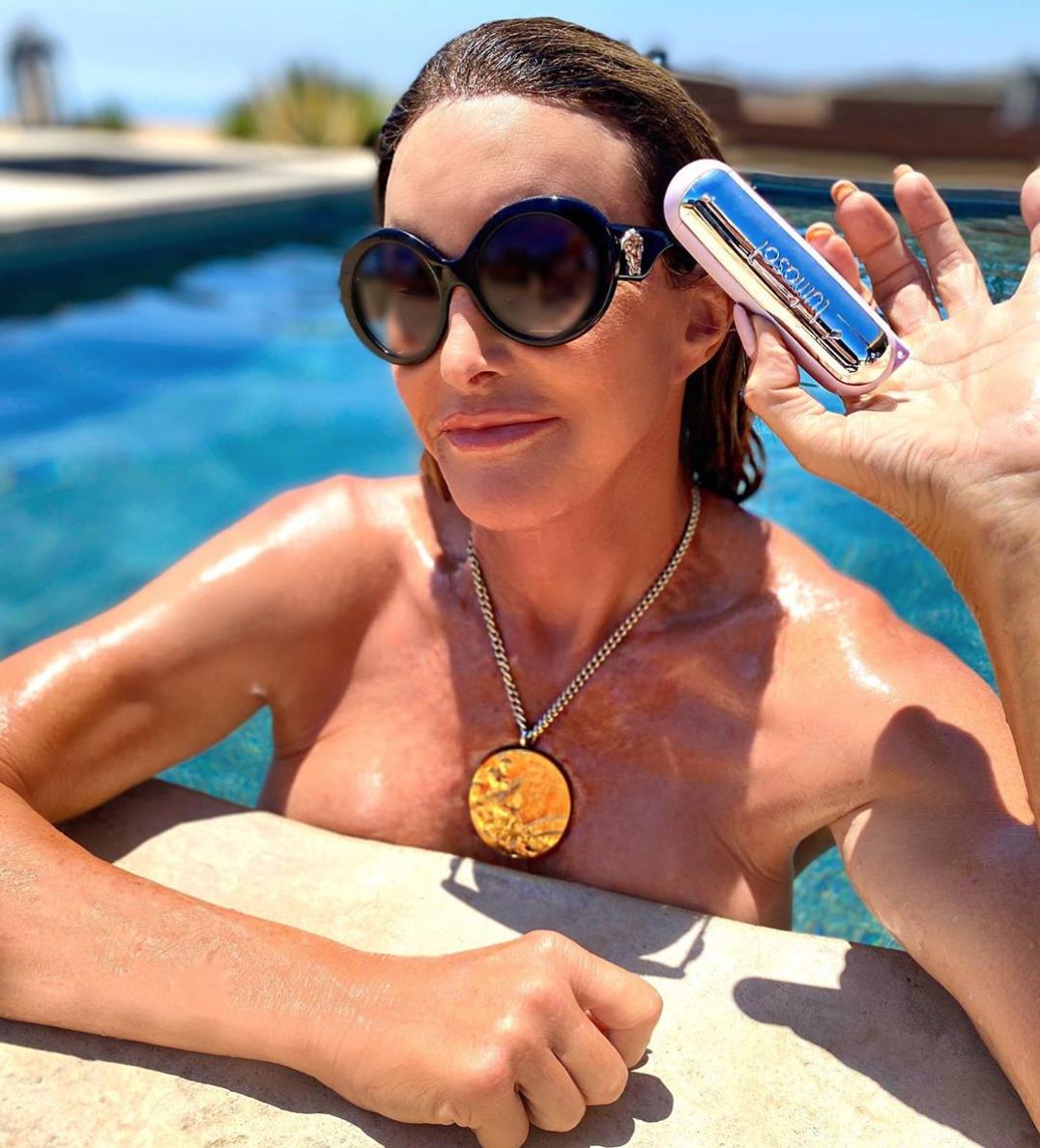 Caitlyn Jenner schwimmt sonnig - nur mit ihrer Goldmedaille!